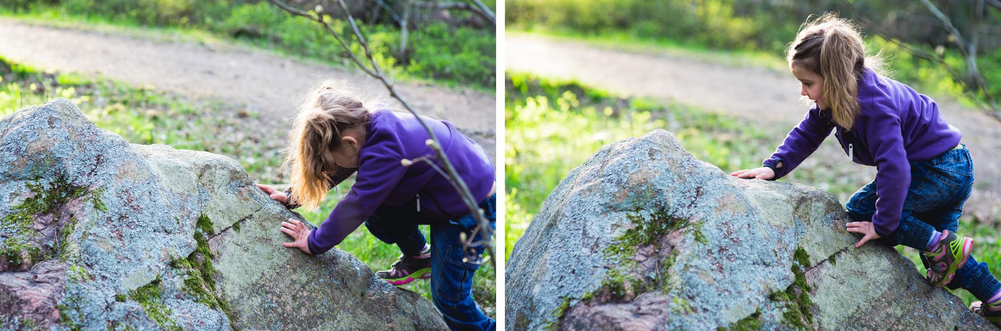 barn som klattrar pa sten i skogen