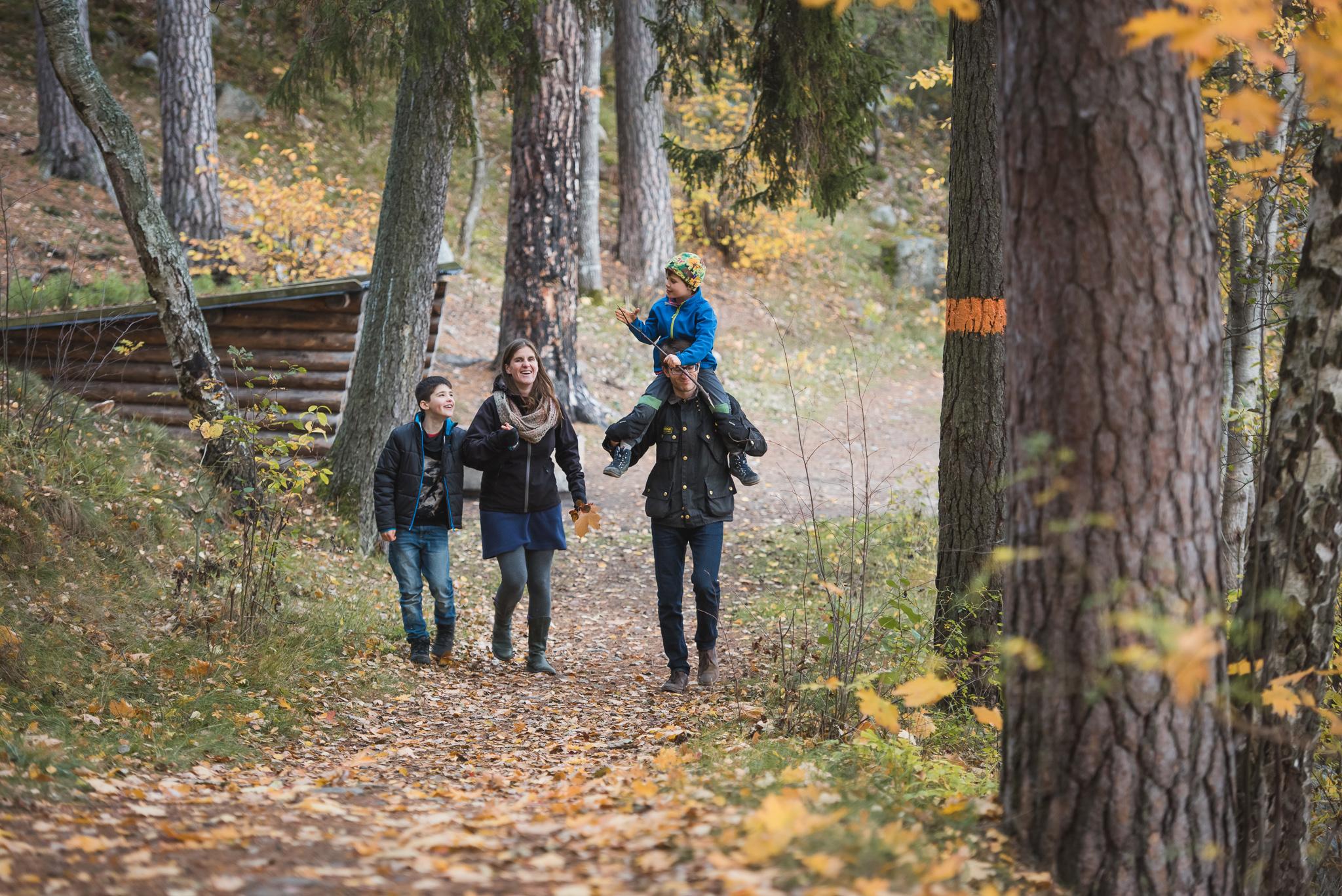 sondagspromenad med familjen pa upplandsleden