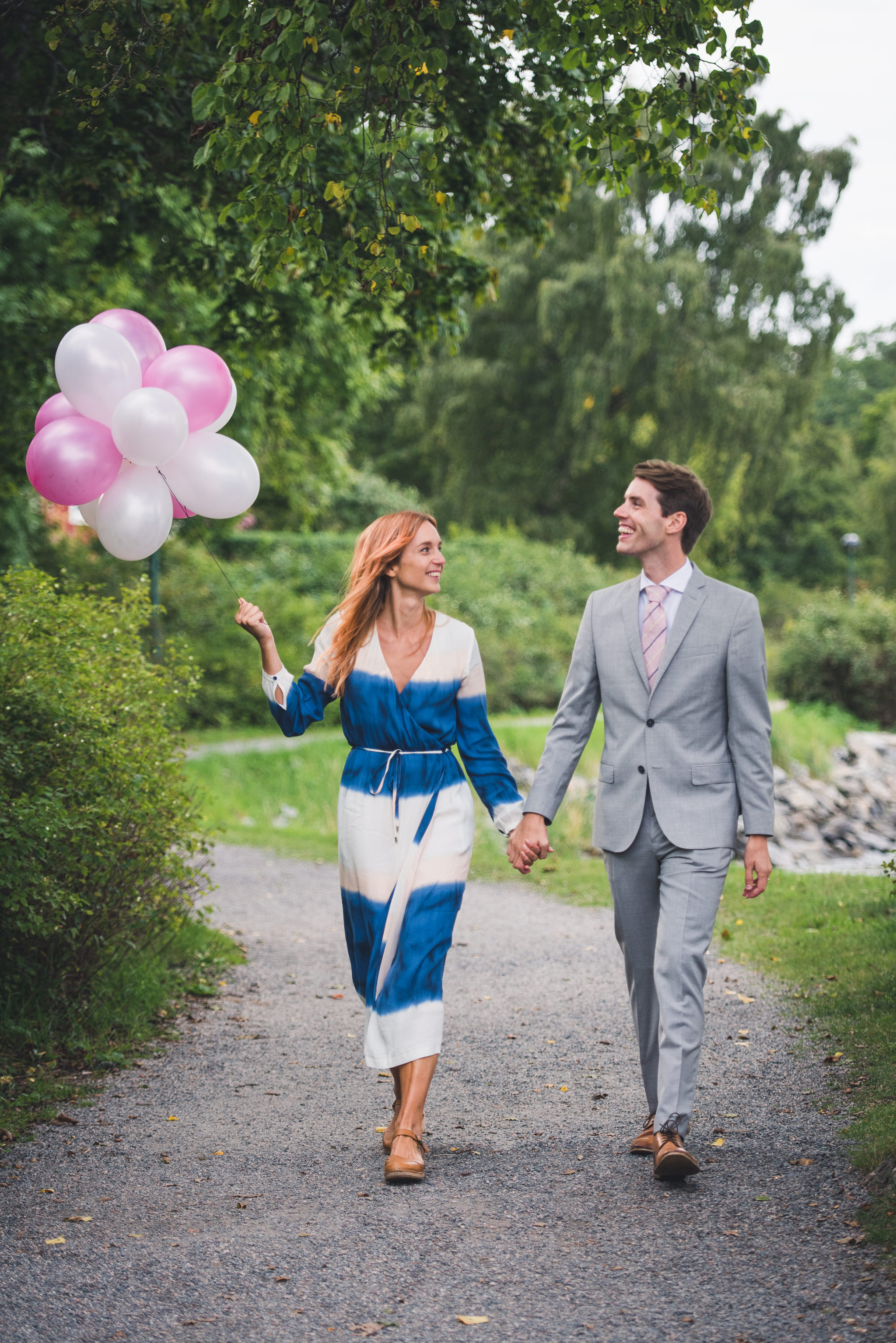 elopement in stockholm with balloons